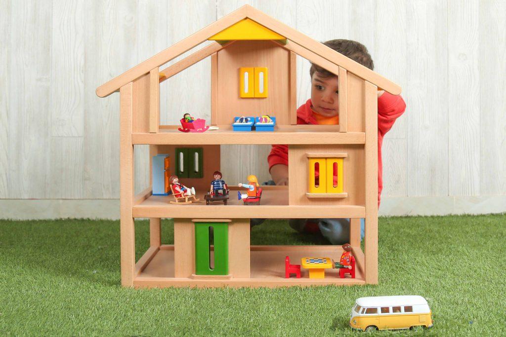 کودک   اسباب بازی   خانه چوبی   اسباب بازی چوبی   کودک خلاق   کودک شاد   کودک و بازی   کودک راوی